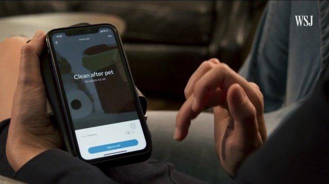 使用追蹤零用錢的手機App,讓小孩可以做家事換零用錢,還能即時學習收支平衡,從小建立金錢觀念。(取材自YouTube)