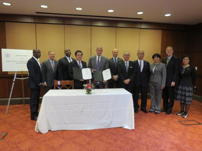 台電向奇異公司(GE)採購新燃氣機組,11日於美國國會舉行簽約儀式。(華盛頓記者張加/攝影)