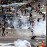 反送中抗爭 港警催淚彈驅離民眾 港府關閉兩天