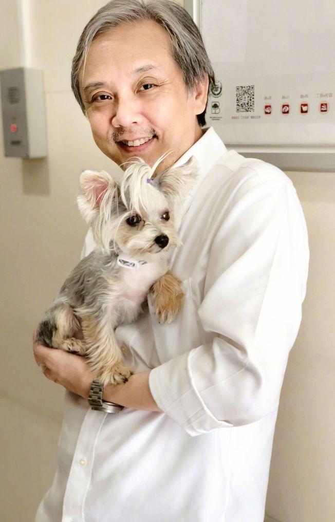 59歲的香港金像獎著名導演陳嘉上和29歲女星夏沫僑結婚了。(取材自微博)