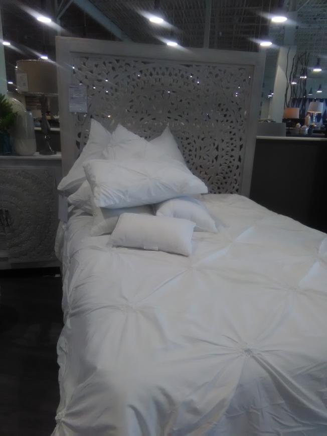 若要裸睡,應該選擇適合的床上用品,並經常清洗。(韓傑/攝影)