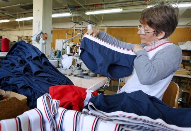 許多人習慣穿著內衣睡覺。(Getty Images)