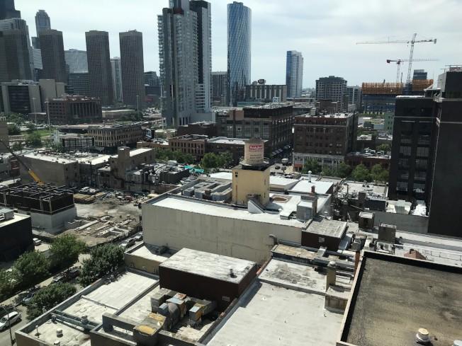 麥當勞新總部所在的芝加哥西城區,近兩年來不斷有新住宅建案興建,房租也節節升高。(特派員黃惠玲╱攝影)