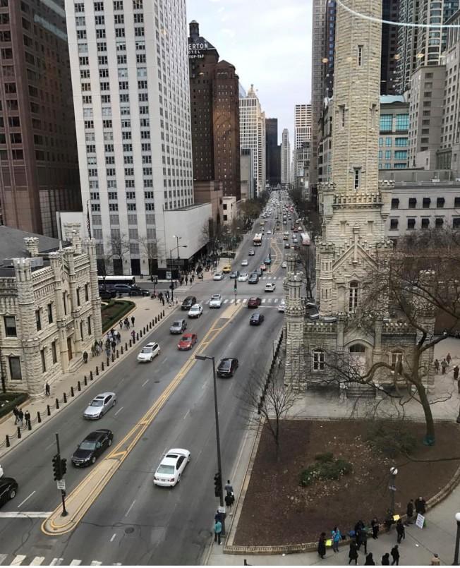 北密西根大道為芝加哥最熱鬧的購物街。(特派員黃惠玲/攝影)