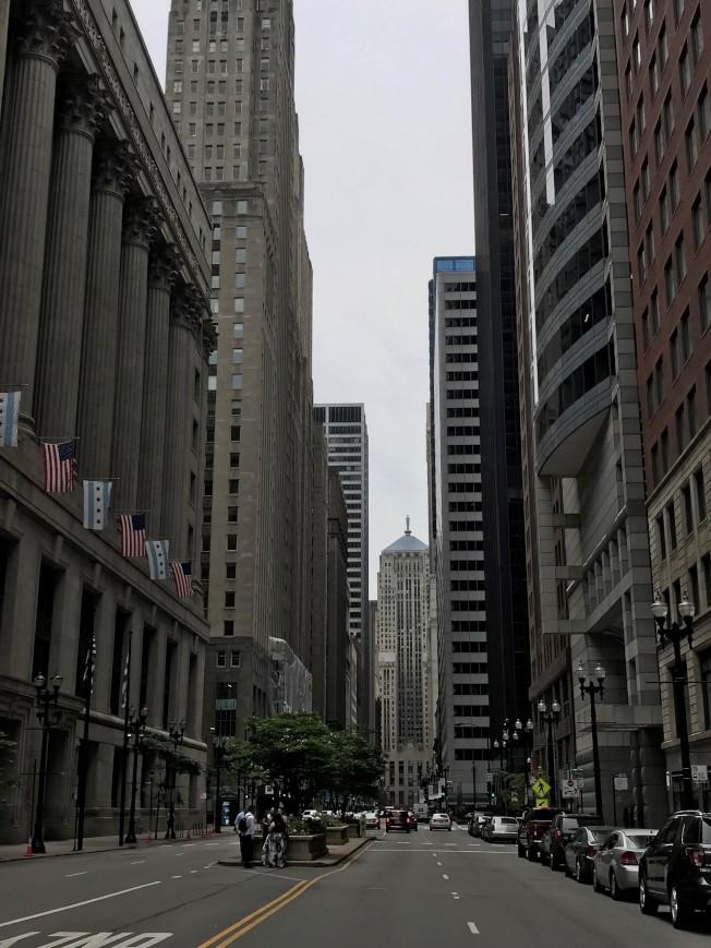 芝加哥中心環區辦公大樓逐漸老舊,吸引企業進駐力大不如前。(特派員黃惠玲/攝影)