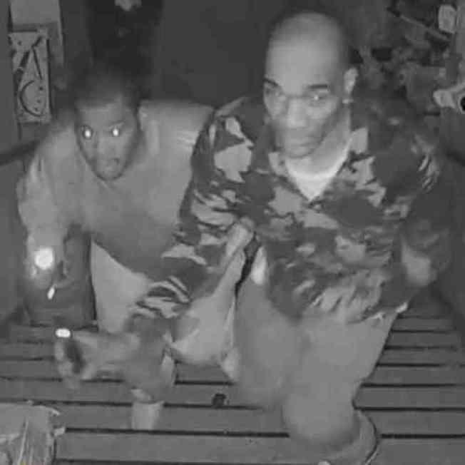 兩名非洲裔嫌犯闖入華裔經營的雜貨店,盜走2000元和部分商品。(市警提供)