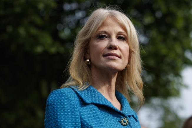 美國政府監督機構13日建議開除白宮顧問康威,表示川普總統的這位貼身幕僚,在執行公務期間一再違反限制政治活動的法律。(美聯社)