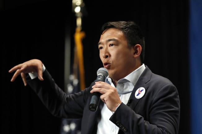 華裔楊安澤進入民主黨總統初選20人名單。美聯社