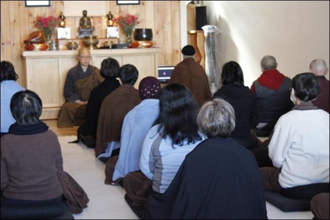法鼓山東初禪寺經常推出各種禪修活動,深受中西方人士喜愛。