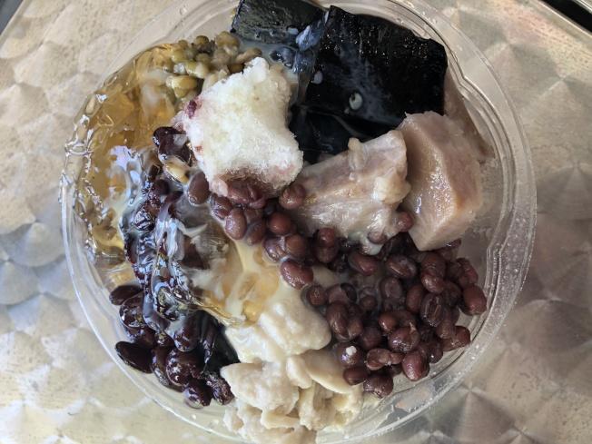 古早味台式黑糖刨冰,清涼消暑,是金麥的人氣商品。