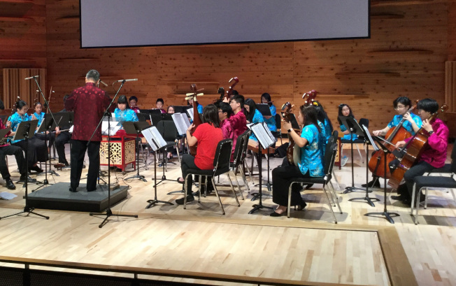 青少年國樂團「青春的旋律」演奏會,團長兼指揮魏建國表示,團員合奏充分詮釋樂曲的意境,讓他深感欣慰。(新澤西中文學校協會青少年國樂團提供)