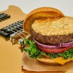 硬石餐館 推金箔漢堡包行善