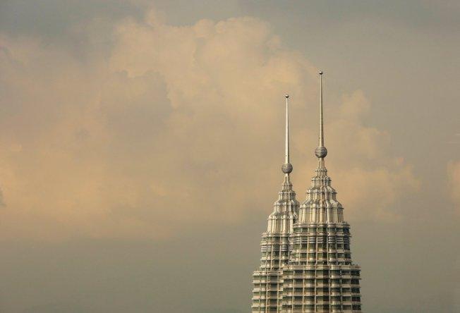 世界旅遊觀光協會指出11個城市未來十年恐面臨「超限旅遊」,其中包括吉隆坡。圖為吉隆坡雙子星塔。路透