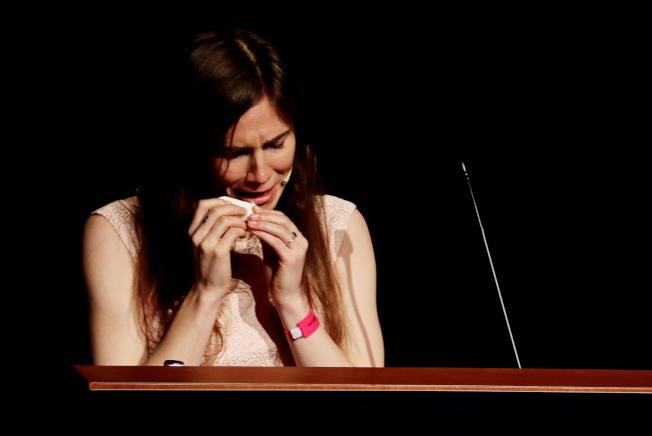 諾克斯15日在摩德納大學發表演說,想起自身遭遇,忍不住聲淚俱下說「我不是怪物,我是亞曼達」。(歐新社)