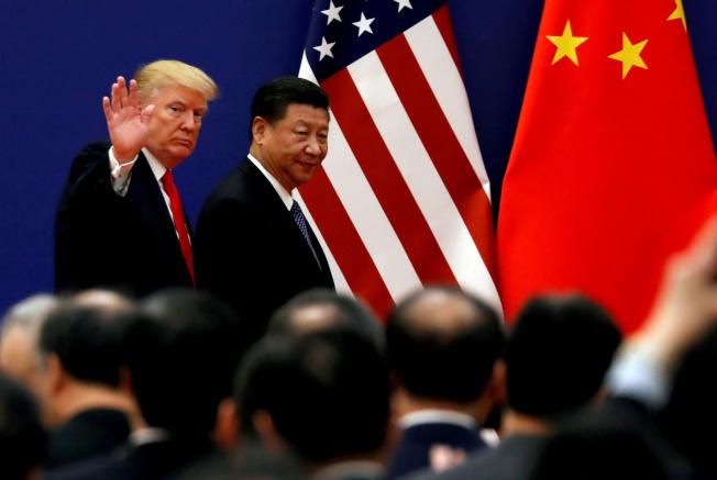 美國貿易代表署辦公室(USTR)14日宣布,下周一(17日)起將展開為期七天的關稅聽證。圖為總統川普(左)訪問北京時,與中國國家主席習近平的合照。路透