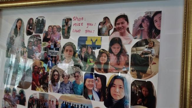 會場展示寫著「蔡申,我們想念妳,我們愛妳!」的遺照相框。( 記者唐嘉麗/攝影)