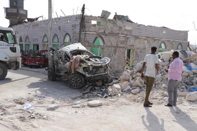 一枚汽車炸彈今天在索馬利亞國會大樓附近引爆,造成8人死亡和16人受傷。Getty Images