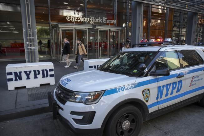 紐約市十內三名警察自殺,暴露警察工作壓力巨大。圖為去年10月紐約市收到多個炸彈郵包,NYPD疲於奔命。(Getty Images)