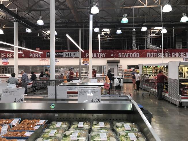 槍擊命案發生在肉品副食銷售區。(記者啟鉻/攝影)