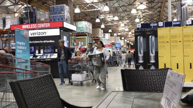 發生槍擊命案的好市多超市次日生意恢復正常。(記者啟鉻/攝影)