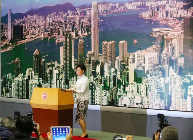 香港特區政府行政長官林鄭月娥在政府總部舉行記者會,宣布暫緩修訂《逃犯條例》。(記者王騰毅/攝影)