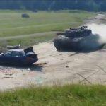 坦克全速撞汽車 BMW瞬間消失剩底盤