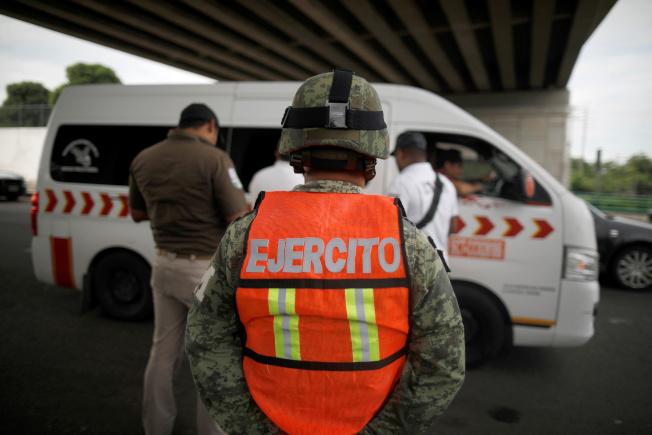 墨西哥嚴控無證移民入境。(路透)