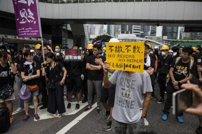估計約有200萬港人參與黑衣「反送中」抗議,中國官媒大多沉默。(Getty Images)