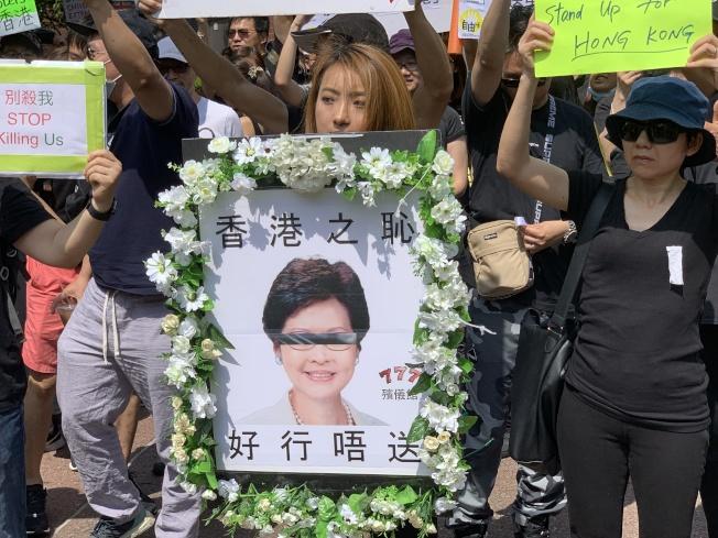 「NY4HK」16日在曼哈頓華埠遊行,聲援香港市民反對修訂「逃犯條例」。(記者和釗宇/攝影)