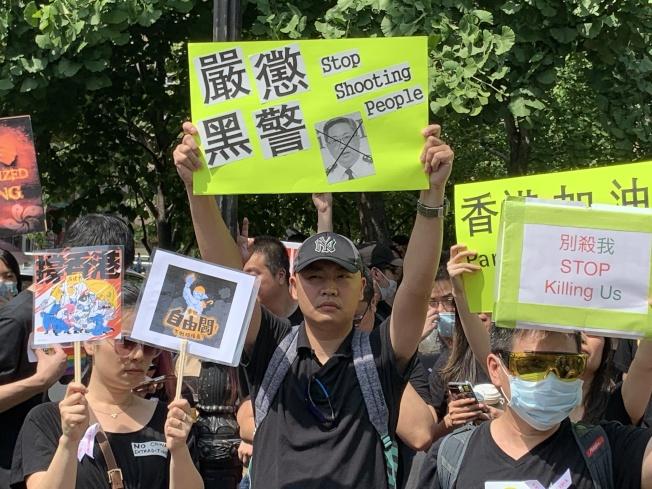 「NY4HK」16日在曼哈頓華埠遊行,聲援香港市民反對修訂「逃犯條例」。(記者和釗宇╱攝影)