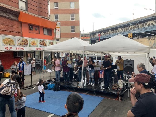 今年活動的主題是音樂,因此邀請了各族裔音樂家前來表演。(記者和釗宇/攝影)