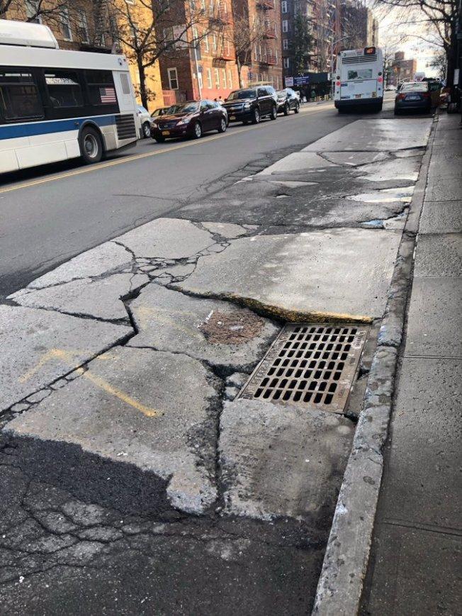 DOT將於兩周內修復凱辛納大道與富蘭克林大道交界的公車道。(取自顧雅明推特)