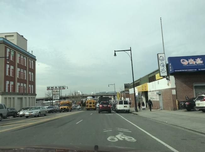 法拉盛市中心增設單車道弊大於利,DOT妥協,決定把共用單車道建在市中心外圍。(本報檔案照)