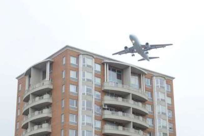 飛機噪音對皇后區房地產衝擊大,甚至恐導致居民減壽。(本報檔案照)
