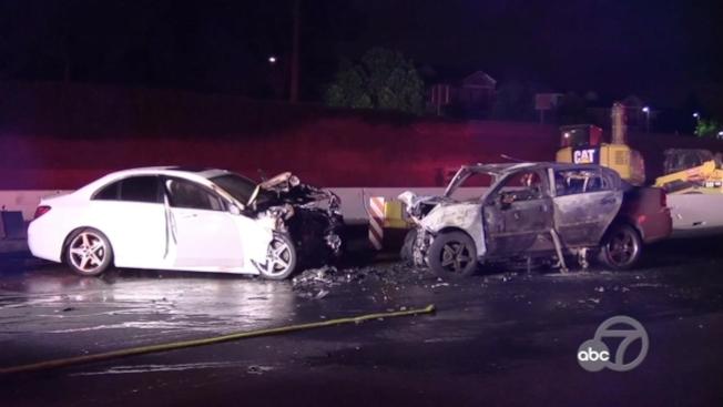 巴洛阿圖101公路6日凌晨在30分鐘內連續發生三起車禍。(電視新聞截圖)