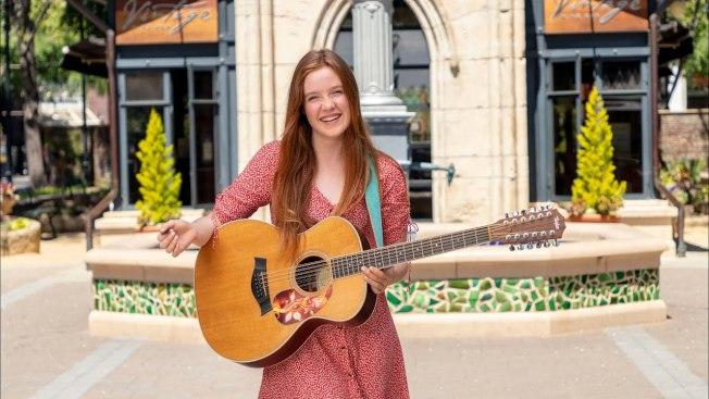 紐西蘭少女凱莉寫了一首獻給聖荷西的情歌。(取自YouTube)