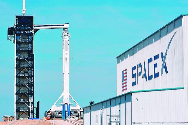 SpaceX搭載無人太空艙的火箭今年3月成功發射升空。(路透資料照片)