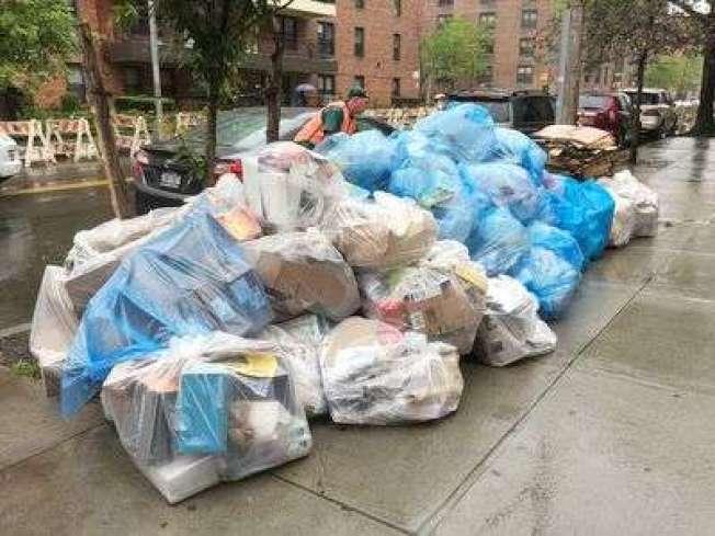 王子街曾是「垃圾重災區」之一,市清潔局安置三個公共垃圾桶後,垃圾堆積問題得到改善。(本報檔案照)