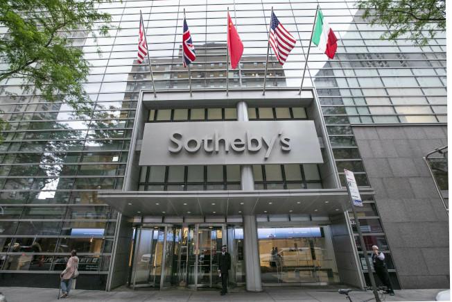 法國電信巨擘德拉希17日以37億元收購蘇富比國際拍賣公司。圖為紐約蘇富比拍賣行。(美聯社)