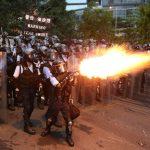 警務處長改口 指僅5人涉暴動 港民:為此動用150枚催淚彈?