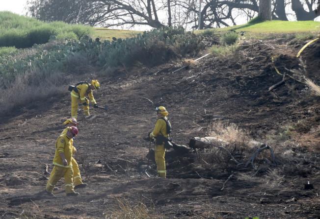東谷市附近Jurupa Valley突發野火,近200名消防員撲救近三個小時撲滅。(臉書圖片)