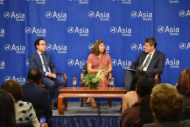 亞洲協會以「亞裔美國人在政壇發展」為主題,邀請孟昭文(中)和金安迪(左)與該會執行副總裁Tom Nagorski對話。(記者顏嘉瑩/攝影)