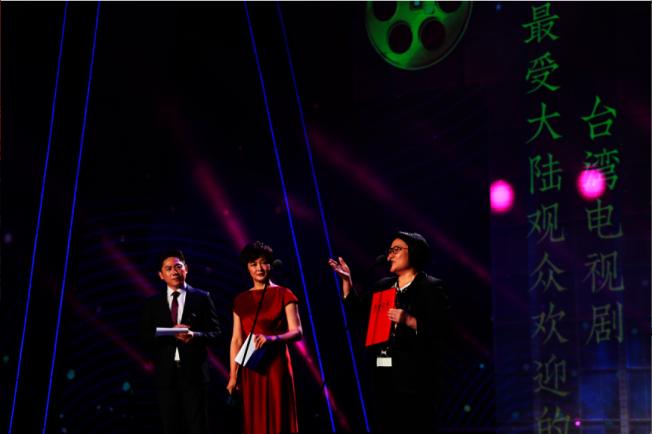 第11届海峽影視季頒獎晚會16日晚在廈門舉行,「稍息立正我愛你」獲頒「最受大陸觀眾歡迎的台灣電視劇」。(記者賴錦宏/攝影)