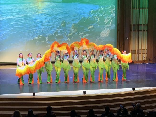 青花瓷舞蹈團「舞韵鄉情」,展現中國舞蹈之美。(記者陳良玨╱攝影)