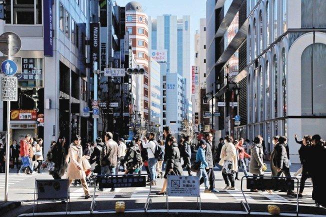 日本20多歲到40多歲未婚男女不結婚,主要理由是「遇不到合適對象」,以20多歲年輕男子最為消極。路透