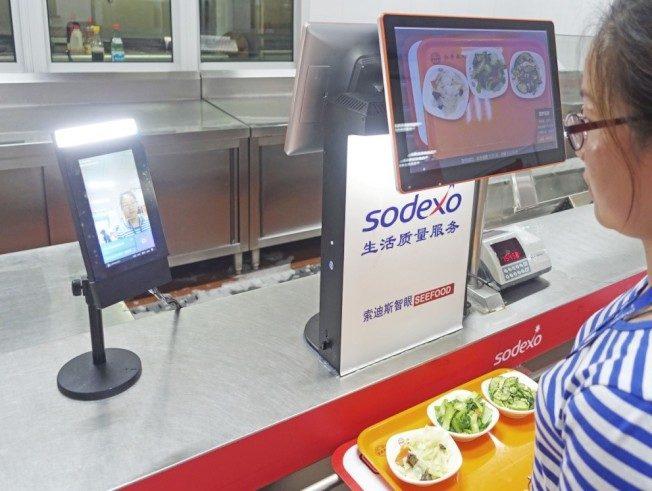 上海AI餐廳 刷臉吃飯…幫你算熱量 還送上健康報告
