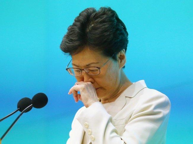 香港行政長官林鄭月娥下午舉行記者會,聲明針對處理修例工作不足,負上極大責任,並向市民道歉。特派記者王騰毅/攝影