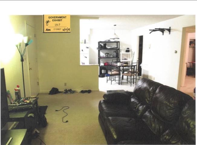 被告公寓客廳。(聯邦檢察官辦公室)