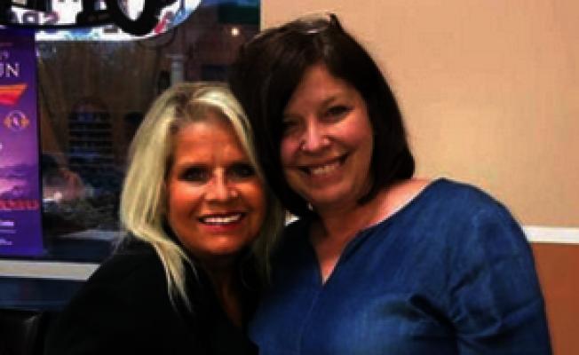 琳達.柯林斯-史密斯(左)可能遭到密友芮貝卡.歐唐納(右)殺害。(取自當地電視KTVH-TV)