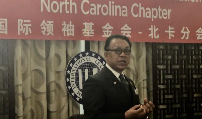 全球關係主任黃江華指出美國社會需要更多亞裔付出熱情,投入公共事務。(記者王明心/攝影)